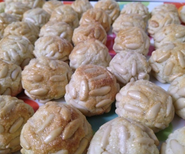 panellets wikipedia commons